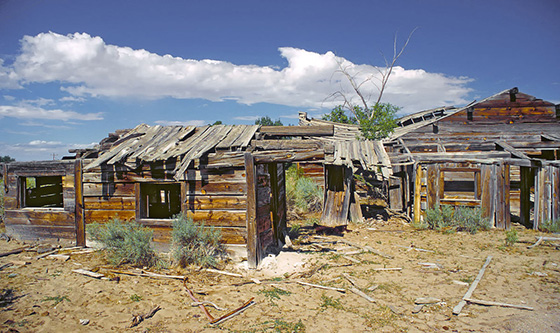 1200px-Ghost_town_Frisco_in_Utah-1024x608 (1)